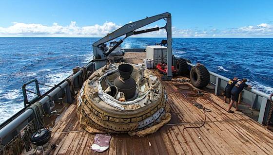 """Die """"Fliegende Untertasse"""" der NASA an Bord des Bergungsschiffes."""