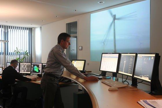 Leitstelle von EWE Netz in Oldenburg zur Einspeisung des Stroms aus dem Offshore-Windpark Alpha Ventus in der Nordsee: Westliche Energieunternehmen, Netz- und Pipelinebetreiber sind verstärkt Hackerangriffen aus Osteuropa ausgesetzt, hat das Sicherheitsunternehmen Symantec festgestellt.
