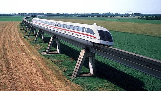 Vorbild Magnetschwebebahn: Auch Züge sollen künftig berührungslos mit Energie versorgt werden, wie dies beim Transrapid der Fall ist.