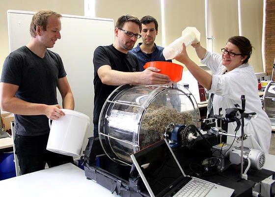 Einer Lottotrommel gleicht die Gärtrommel, die Ingenieure der Technischen Hochschule Mittelhessen in Gießen entwickelt haben. Die gesamte Trommel dreht sich, um die Bioabfälle zu vermischen. Das reduziert nicht nur den mechanischen Verschleiß, sondern soll auch den Gärprozess und damit die Gasproduktion verbessern.