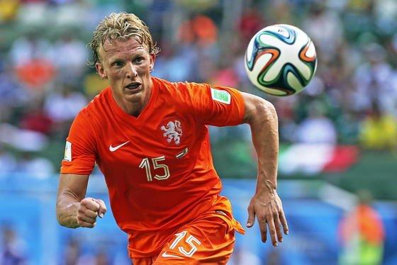 Mit der Hitze hatte such Dirk Kuyt, Nationalspieler der Niederlande, im Spiel gegen Mexiko zu kämpfen. Viele Mannschaften nutzen vor den Spielen und in der Pause Kühlwesten, um die Leistungsstärke der Spieler zu steigern.