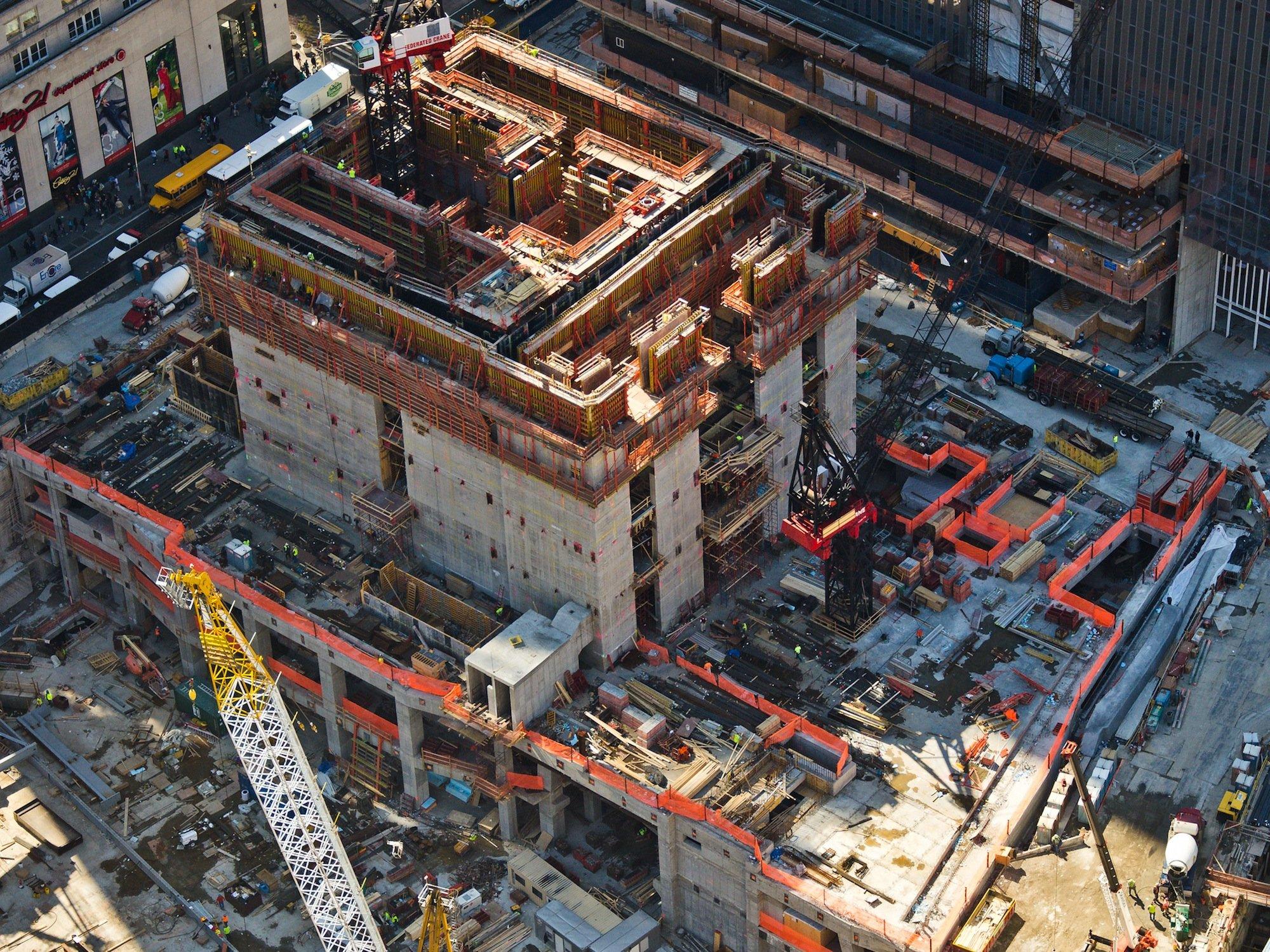 Tragende Betonkonstruktion des One World Trade Centers in New York im April 2012: Der Beton ist so konstruiert, dass er bei bei einer Explosion flexibel bleibt und nicht in gefährliche Stücke gerissen wird..