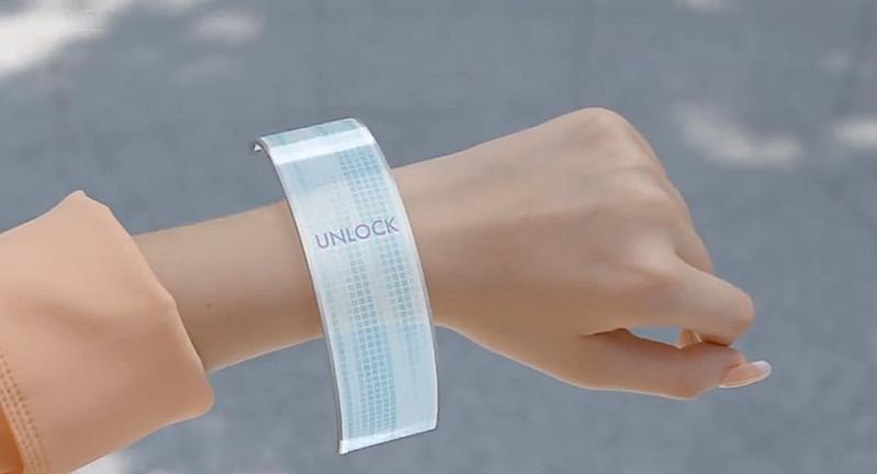 Auch bei Wearables könnte die neue Technik zukünftig zum Einsatz kommen. Beispielsweise bei Armbändern, deren Displays sich auf Wunsch entfalten.
