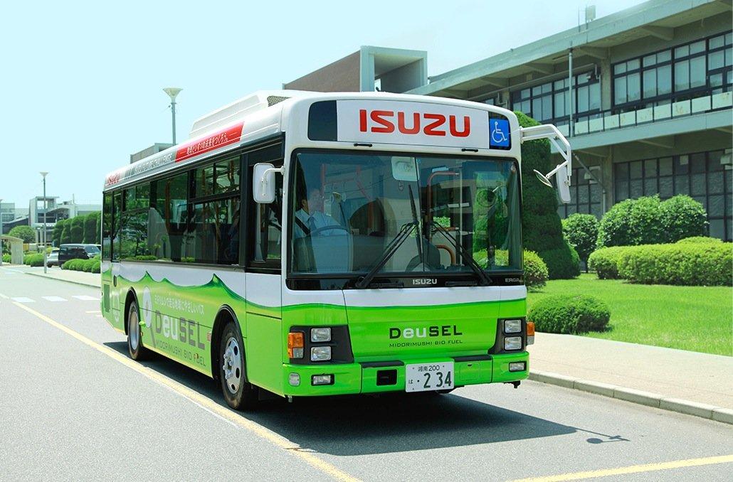 Isuzu nutzt die täglichen Fahrdaten des Werksbusses, um den Algenkraftstoff zu optimieren.