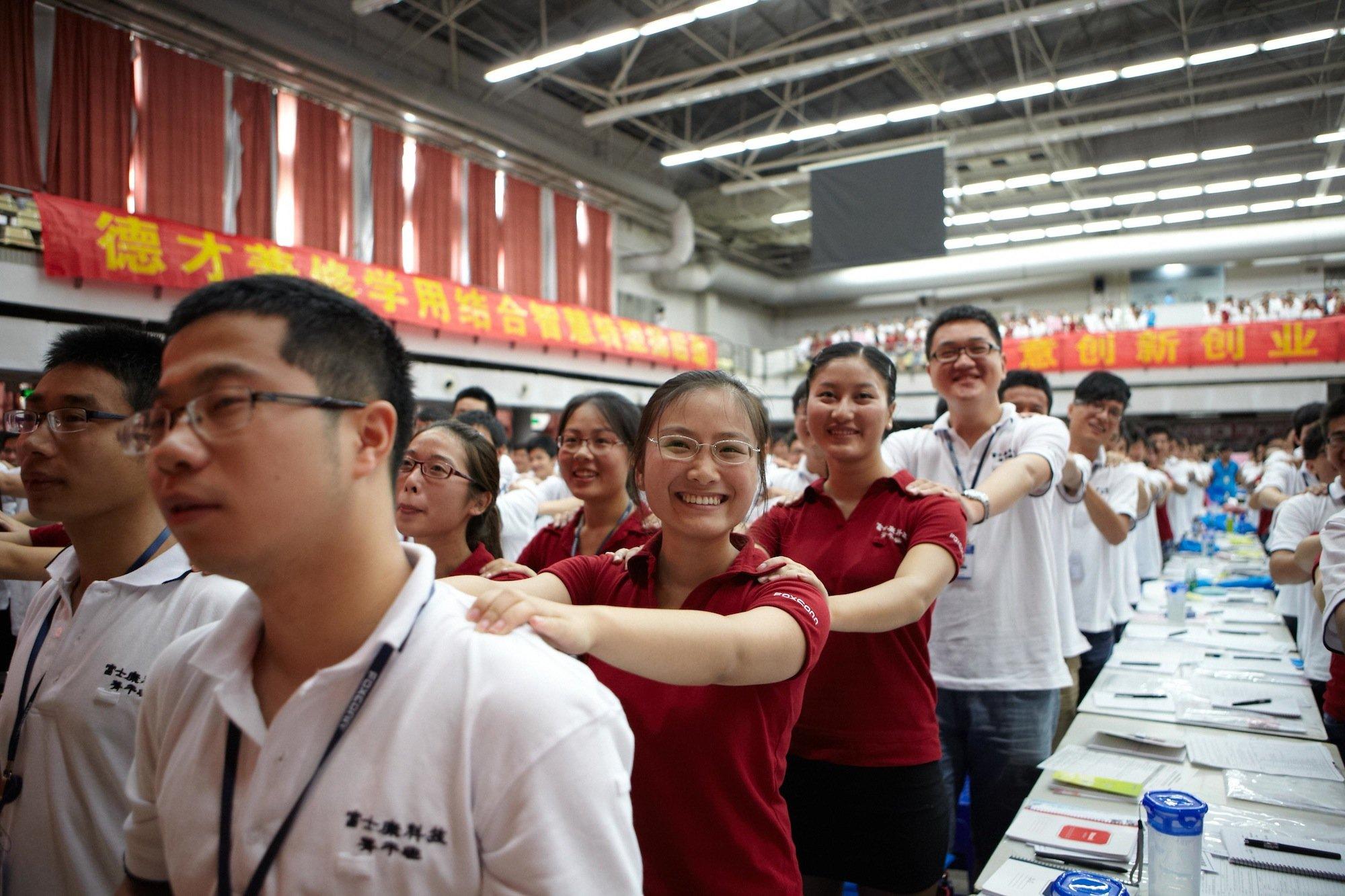 Weiterbildung von Foxconn-Mitarbeitern: Allein 1,2 Millionen Beschäftigte produzieren bei Foxconn das neue iPhone 6.