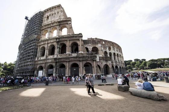 Mit einem Budget von 25 Millionen Euro läuft derzeit in Rom die Renovierung des Kolosseums. Die Computersimulationen könnten in Zukunft neue Renovierungstechniken hervorbringen, die antike Bauten auf die nächsten Tausend Jahre vorbereiten.