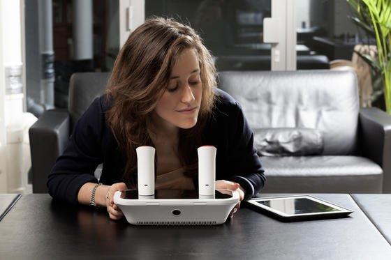 Bislang versuchen die Entwickler des oPhones, Lebensmitteldüfte zu generieren. Prototypen stehen an Hotspots in New York und Paris. Dort können Besucher probeschnuppern.