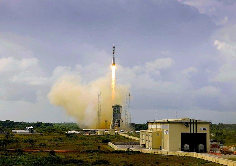 Start der Sojus-Trägerrakete vom europäischen Weltraumbahnhof inKourou in Französisch-Guyana.