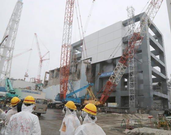 Die Unfallserie in Fukushima begann im März 2011 während eines Erdbebens. Es kam zu Kernschmelzen, große Menge radioaktiven Materials kontaminierten die Umgebung. Nun sollen Experten des Unternehmens Sellafield beim Rückbau des Atomkraftwerks helfen.