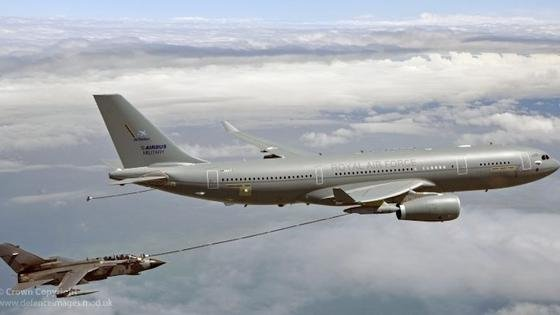 Die fliegenden Tanker der Royal Air Force sind modifizierte A330-Maschinen von Airbus. Ab Mai kommen sie in der zivilen Luftfahrt für Thomas Cook zum Einsatz. Im Krisenfall darf sie die Air Force innerhalb von 90 Tagen zurückverlangen.