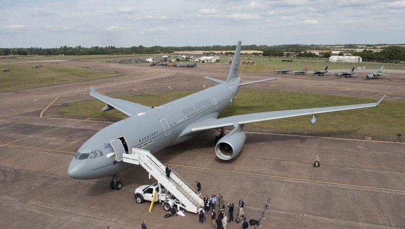 Im Inneren des modifizierten Tankflugzeugs finden 323 Passagiere Platz. Die ersten Reiseziele sindOrlando und Las Vegas in den USA und Cancun in Mexiko.