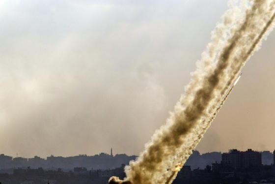 Raketenabschuss aus dem Gaza-Streifen auf Israel am 17. Juli, aufgenommen aus dem Süden Israels: In der Nacht zum Freitag hat Israel eine Bodenoffensive gestartet, um die Raketenstellungen aufzuspüren und zu zerstören.