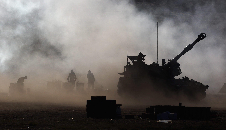 Vorbereitung der israelischen Armee am 16. Juli 2014 auf die Bodenoffensive im Gaza-Streifen auf.Die Streitkräfte hatten am Mittwoch mehr als 100.000 Bewohner in dem Küstengebiet aufgefordert,ihre Häuser zu verlassen.