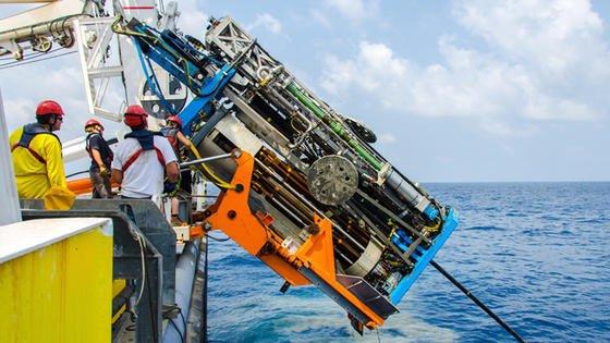 Ein ferngesteuertes Bohrgerät, das Proben aus dem Meeresboden in bis zu 2700 Metern Tiefe entnehmen kann, haben Bremer Forscher entwickelt. Das Foto zeigt dasVorgängergerät, das bis in 900 Meter Tiefe vordringt.