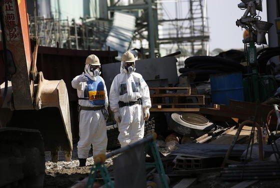 Im havarierten Atomkraftwerk Fukushima mussten Ende vergangenen Jahres 1500 Brennstäbe geborgen werden. Nachdem Japan im Anschluss an die Katastrophe alle Meiler im Land heruntergefahren hat, erklärte die Atomaufsichtsbehörde nach einjähriger Prüfung jetzt zwei Meiler in Sendai als sicher. Grünes Licht für einen Neustart soll es aber erst nach einer weiteren 30-tägigen Überprüfung geben.