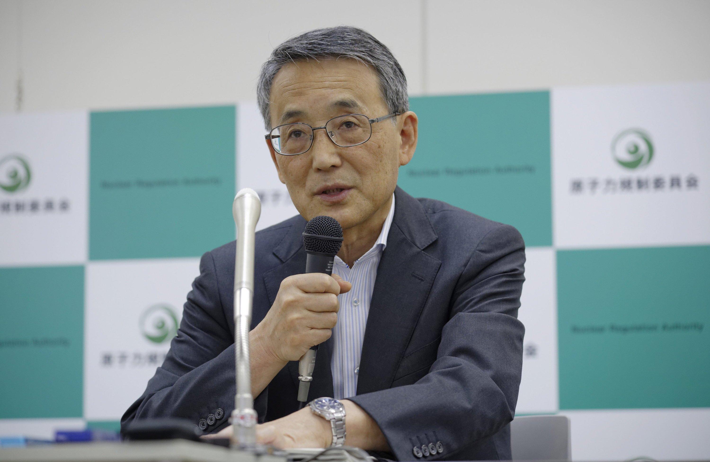 Der Chef der japanischen Atomaufsichtsbehörde NRA Shunichi Tanakabeantwortete gestern Reporterfragen, nachdem zwei Atommeiler als sicher erklärt wurden.