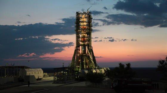 Forschungssatellit Foton-M4 vor dem Start mit einer Sojus-Trägerrakete im Weltraumbahnhof Baikonur: Der Satellit wurde am 18. Juli ins All gebracht. An Bord werden unter anderem Halbleiterkristalle in der Schwerelosigkeit gezüchtet. Die Experimente werden anschließend auf der Erde wiederholt und die Ergebnisse verglichen.