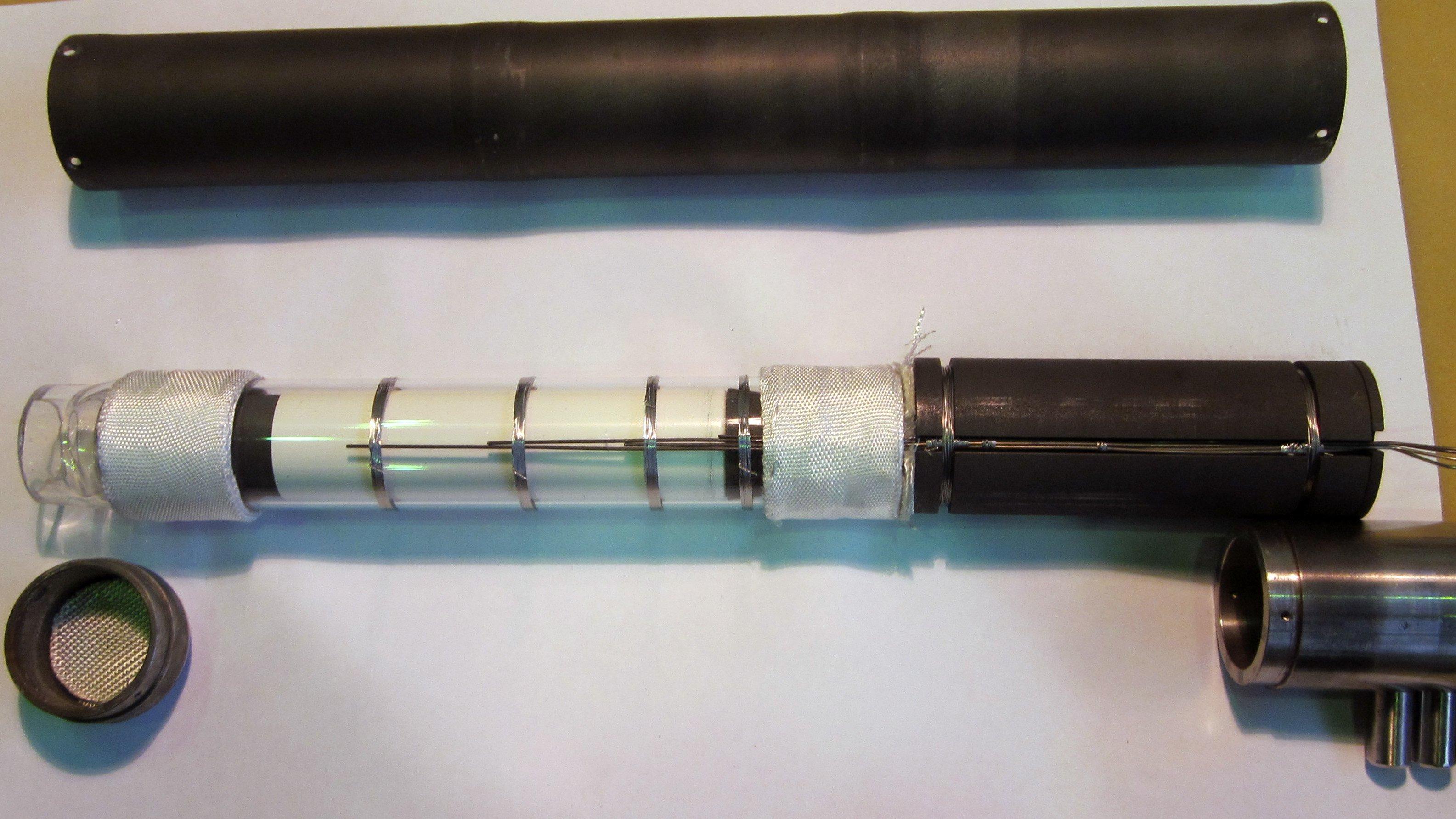 Probenampulle mit Germanium-Silizium: Im Satelliten Foton M4 werden derzeit perfekte Halbleiterkristalle gezüchtet.
