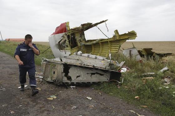 Trümmerteil der Boeing 777: Beim Flug MH17 der Malaysia Airline am 17. Juli kamen alle 295 Bordinsassen ums Leben.