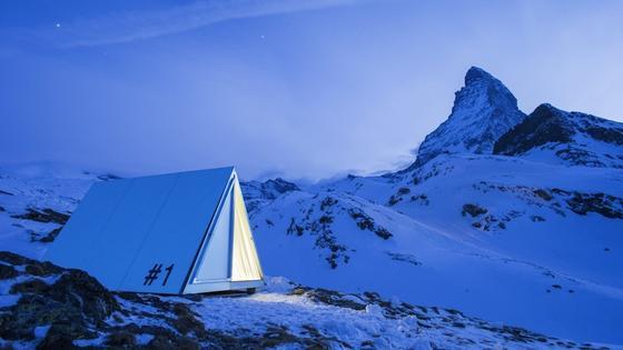 Das provisorische Base Camp besteht aus 25 Zelten, in denen jeweils zwei Personen Platz finden. Noch bis Mitte September kann man eine Übernachtung für 123 Euro buchen.