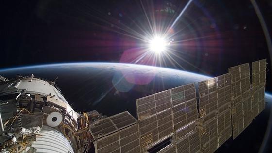 Die Proben werden im Juli 2014 zur ISS transportiert und bei einem für August geplanten Außenbordeinsatz in der Anlage Expose-R2 auf der Außenseite der ISS eingesetzt. Dort müssen sieultraviolette Strahlung, kosmische Strahlung und Temperaturschwankungen überstehen.