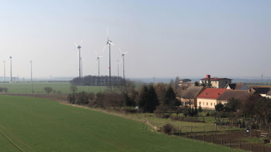 43 Windräder versorgen Feldheim mit Strom. Seit 2010 ist das kleine Dorf in Brandenburg das erste und einzige energieautarke Dorf Deutschlands.