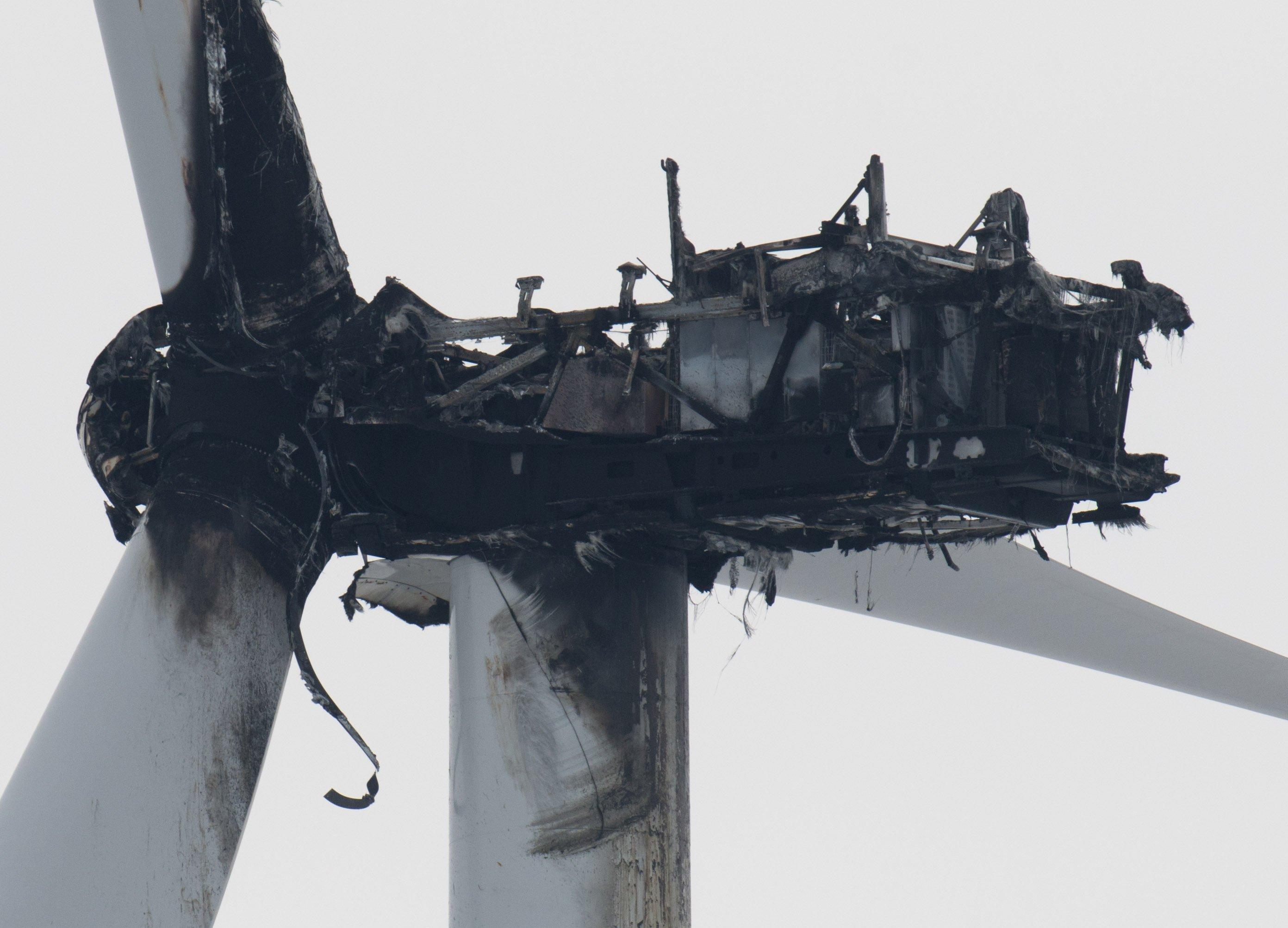 Ein Brand führt meist zum Totalschaden der Windturbine. Die Masten sind für die Feuerwehrleitern zu hoch, die Gefahr für Feuerwehrmänner ist zu hoch, durch abstürzende Rotorblätter verletzt zu werden.