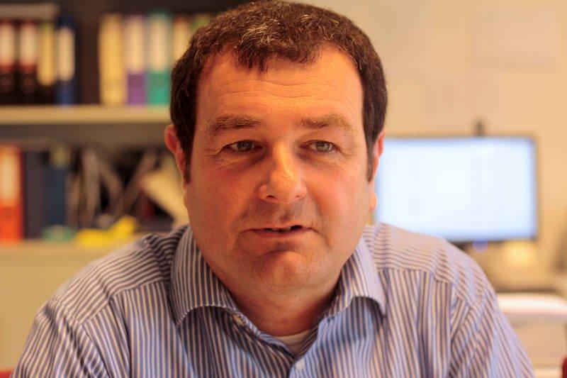 Prof. Rudolf Pietschnig von der Universität Kasselhat das neue Verfahren zur Herstellung vonTensiden aus Sand entwickelt.