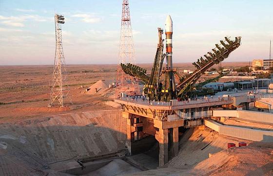 Die Sojus-Trägerrakete mit dem Forschungssatelliten Foton-M4 vergangene Woche kurz vor dem Start auf dem Weltraumbahnhof Baikonur: Aktuell hat die russische Raumfahrtbehörde Roskosmos keinen Kontakt zu dem Forschungssatelliten, in dem auch zahlreiche Experimente aus Deutschland an Bord sind.