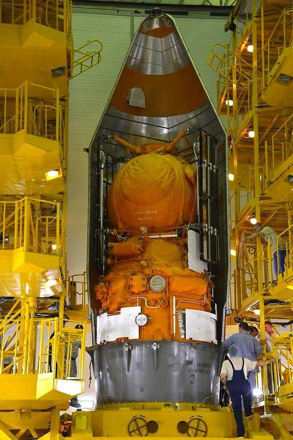 Vollgestopft mit wissenschaftlichen Experimenten: der Forschungssatellit Foton-M4 in der offenen Trägerrakete Sojus. An Bord sind auch fünf Geckos.