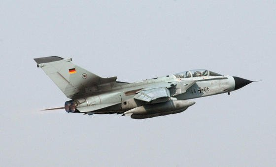 Ein Tornado der Bundeswehr: Dass Datenübertragung per Laserblitz grundsätzlich funktioniert, haben Forscher des Deutschen Zentrums für Luft- und Raumfahrt bereits bewiesen.