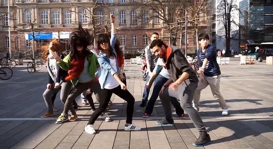 Angehende Ingenieure der RWTH Aachen: Die Studenten haben ein Tanzvideo gedreht, das mit vielen Ingenieur-Klischees aufräumt.