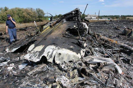 Absturzstelle des Flugs MH17 im Osten der Ukraine. Für Malaysia Airlines handelt es sich um die zweite Tragödie in 2014 – nach dem rätselhaften Verschwinden des Flugs MH370.