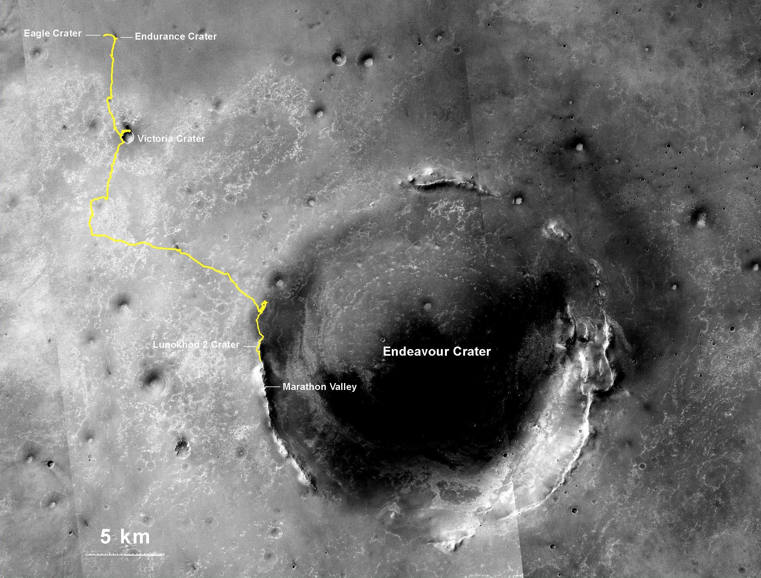 40 Kilometer in zehn Jahren hat derMarsrover Opportunity zurückgelegt. Er ist kurz vor dem riesigen Endeavour Krater.