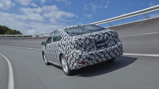 Toyota bringt das Brennstoffzellenauto FCV im Frühjahr 2015 auf den japanischen, im Sommer 2015 auf den europäischen Markt.Renault-Nissan will im Jahr 2017 nachziehen.