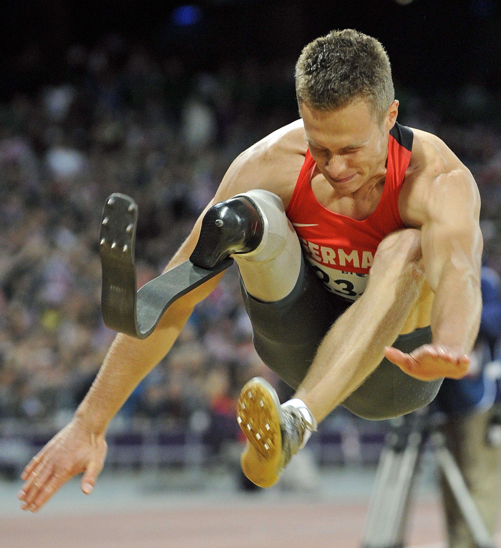 Markus Rehm bei den Paralympics 2012 in London, als er die Goldmedaille gewann: Biomechaniker sagen, dass die Karbonfeder im Vergleich zum menschlichen Sprunggelenk von Vorteil ist.