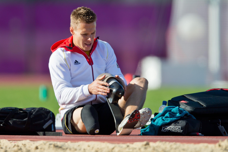 Die Karbonprothese des Weitspringers Markus Rehm bei den Paralympics 2012 in London:Ein gesundes Sprunggelenk kann maximal 50 Prozent der Energie in den Absprung umsetzen, während es bei der Karbonfeder rund 80 Prozent sind, sagt der Tübinger BiomechanikerProf. Veit Wank.