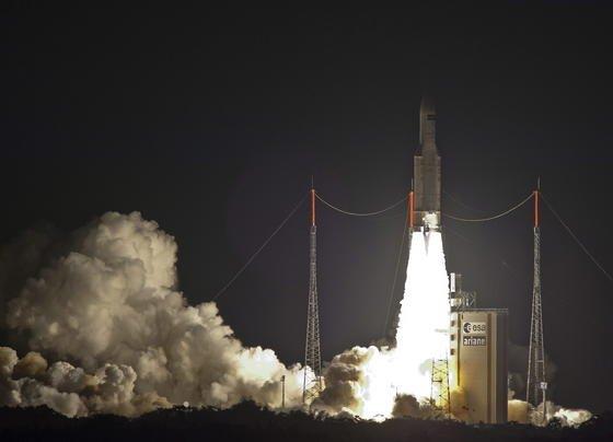 Mit gewaltigem Getöse startete am Mittwoch eine Ariane-5-Rakete – an ihrer Spitze der ATV-FrachterGeorges Lemaître mit allerlei Leckereien für Alexander Gerst und seine ISS-Kollegen: darunter Kässpätzle und Pudding.