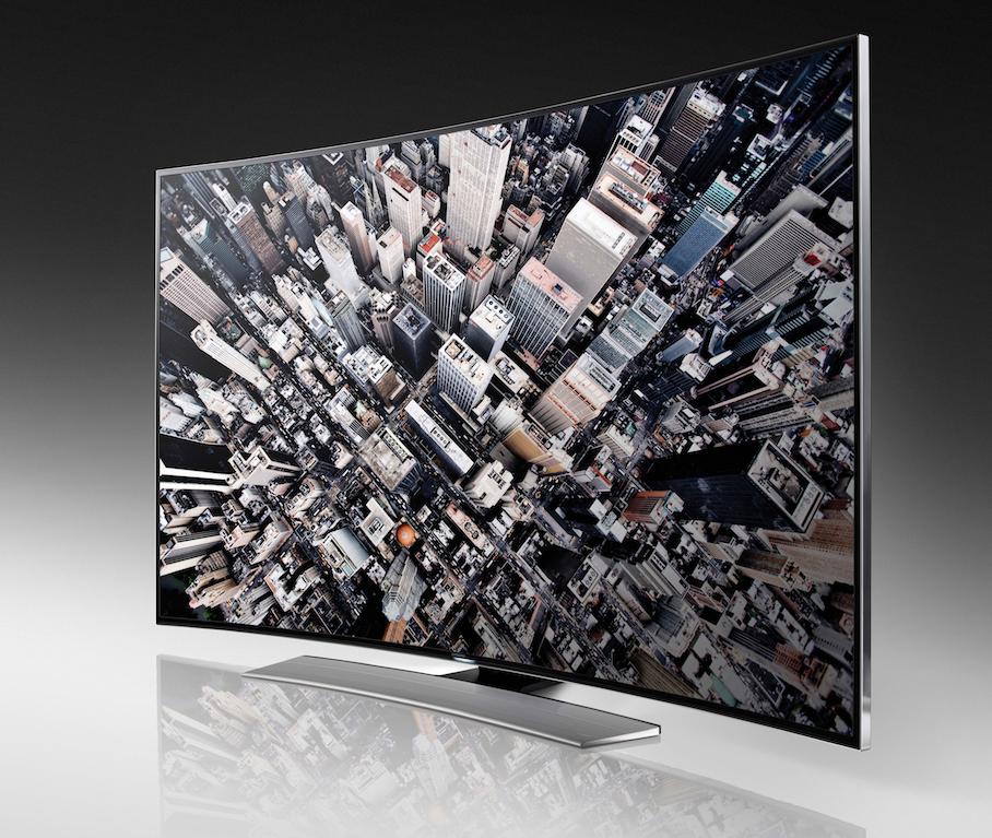 Samsung präsentiert sich als Vorreiter der Ultra-HD-Technik – hier mit einem gewölbten Bildschirm, der das Bilderlebnis noch intensiver machen soll.