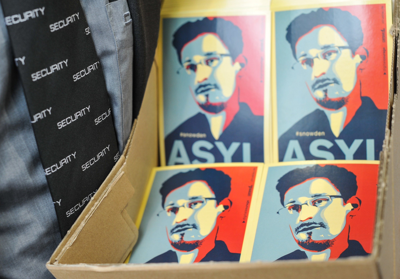 Edward Snowden befindet sich derzeit noch in Russland und hofft, dass sein Aufenthaltsgenehmigung verlängert wird. Denn in den USA gilt der Mann, der den Datenschutz in ein neues Licht rückte, immer noch als Verräter.