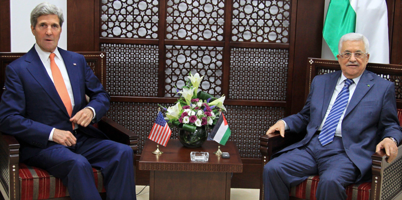 US-Außenminister John Kerry und der palästinensische Präsident Mahmoud Abbas: Israel soll Kerry schon im vergangenen Jahr bei seinen Vermittlungsbemühungen im Nahen Osten abgehört haben.