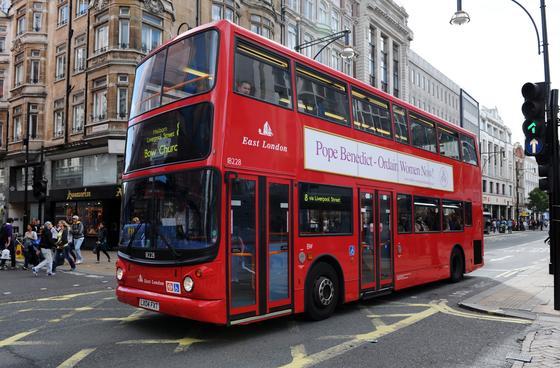 Auch die berühmten roten Doppeldecker-Linienbusse in London könnten zukünftig mit Sensorsystemen fahren, um die Verkehrssicherheit zu erhöhen. Denn jeden Tag verzeichnet die Londoner Verkehrsbehörde in der Großstadt Hunderte Vorkommnisse.