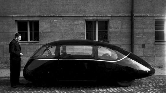 Im Jahr 1939 wurde der Schlörwagen auf der Internationalen Automobilausstellung (IAA) in Berlin erstmals der Öffentlichkeit vorgestellt. Der Wagen ging jedoch nie in Serienproduktion, die Prototypen überlebten den Zweiten Weltkrieg nicht.