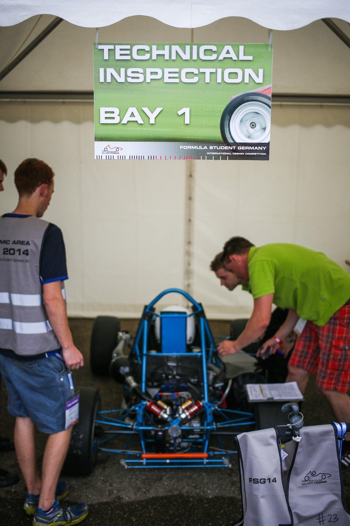 Trubel in der Boxengasse auf dem Hockenheimring beim Formula Student Germany.
