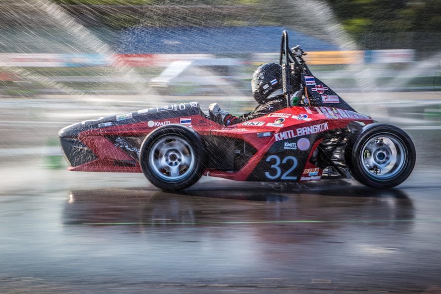 Ingenieur-Studenten liefern sich knappe Rennen auf dem Hockenheimring