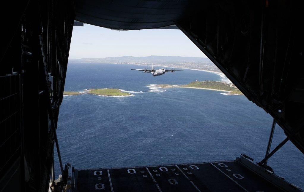 Aufklärungsflugzeug der australischen Royal Air Force auf der Suche nach Überresten des verschollenen Fluges MH370.