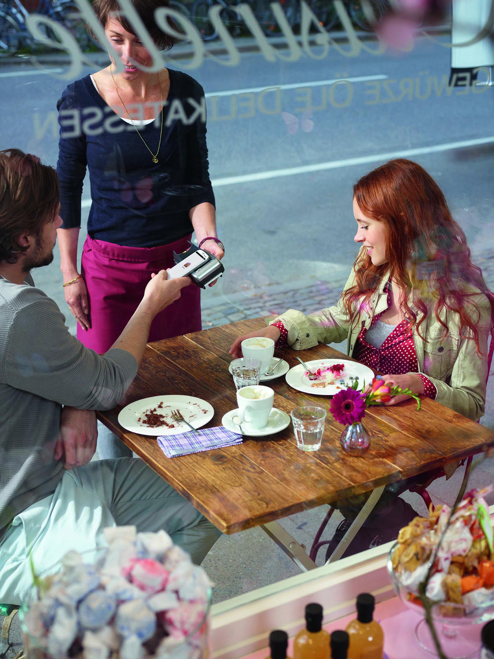 Ohne Bargeld oder EC-Karte unterwegs? Mit MyWallet kann trotzdem spontan ein Café auswärts getrunken werden.