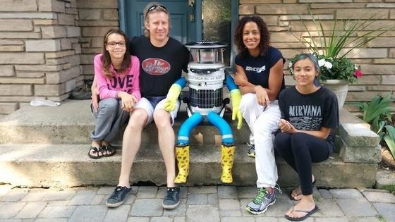 HitchBOT findet überall in Kanada neue Freunde: Um seine Sicherheit muss er nicht fürchten, ist seine MutterFrauke Zeller überzeugt. Kanadier seien hilfsbereit und freundlich.