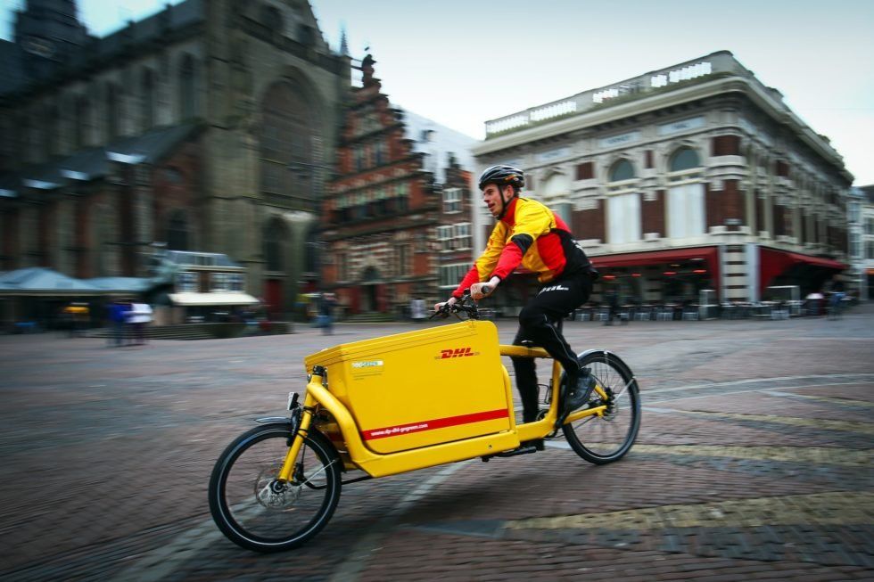 DHL-Lastenrad in Haarlemin den Niederlanden: In vielen Städten Europas übernehmen Lastenräder bereits wichtige Transportdienste.DHL Express testet Lastenräder auch in Städten wie Athen, Luxemburg, Wien und Mailand.