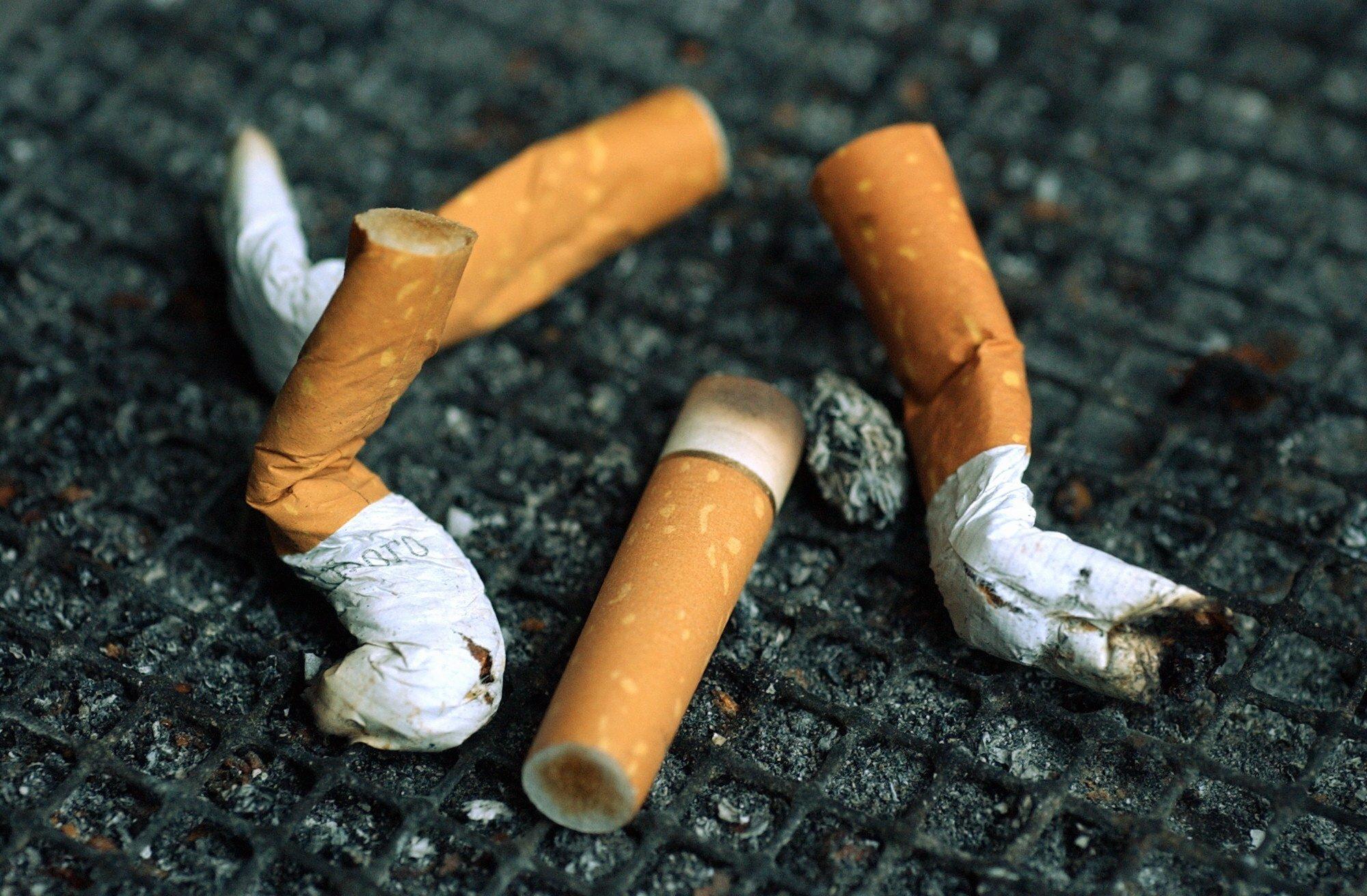 Jedes Jahr werden weltweit knapp 6,2 Billionen Zigaretten hergestellt, ein sehr großer Teil davon mit Filter. Diese könnte sinnvoll wiederverwertet werden.